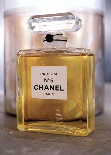 Как производится аромат Chanel №5