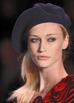 Женские головные уборы: подчёркиваем самобытность лица