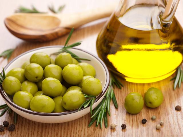 Оливковое масло для ухода за собой: 10 идей