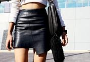 4 новых теплых идеи, с чем носить кожаную юбку зимой