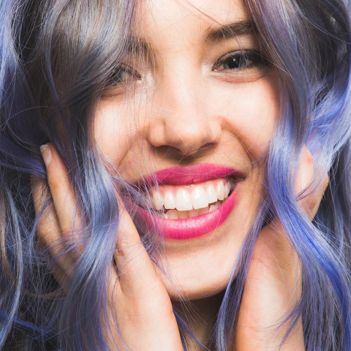 Как покрасить волосы в яркий цвет и сохранить их здоровье