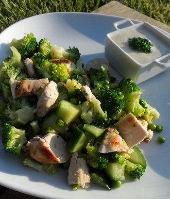 Салат из брокколи с петрушкой