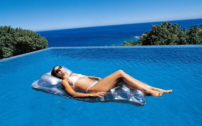 Too cool for pool: косметика для тренировок и бассейна
