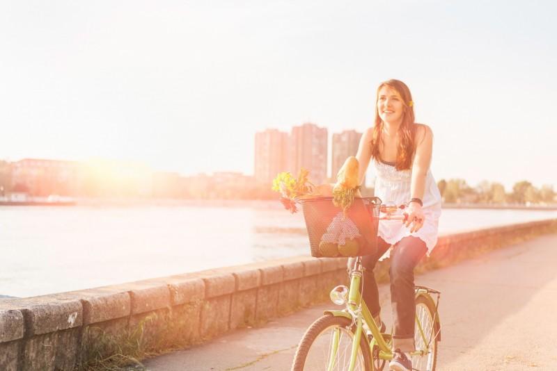 Как правильно выбрать велосипед девушке: внимание на детали