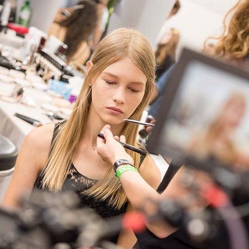 Современная Золушка: новая муза Dior — девушка из бедной семьи