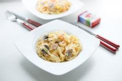 Лапша с сырно-грибным соусом: рецепт