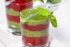 Нежный смузи «Яблоко-клубника»: рецепт
