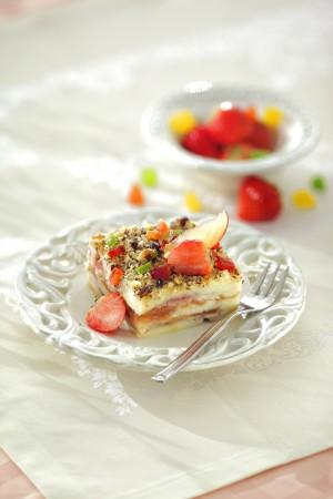 Гурьевская каша: манная запеканка с ягодами, фруктами и орехами
