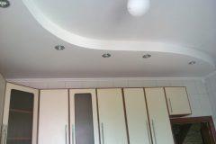 Устройство и ремонт разноуровневых потолков в туалете и ванной