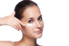 Как выбрать и наносить крем для кожи вокруг глаз