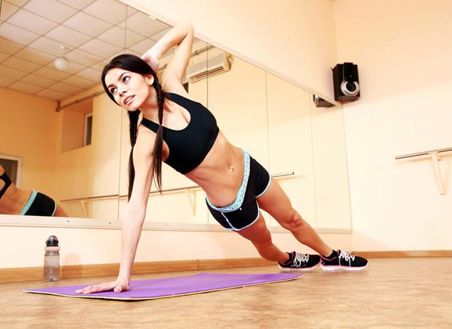 Упражнения для рук: включи в свои домашние тренировки