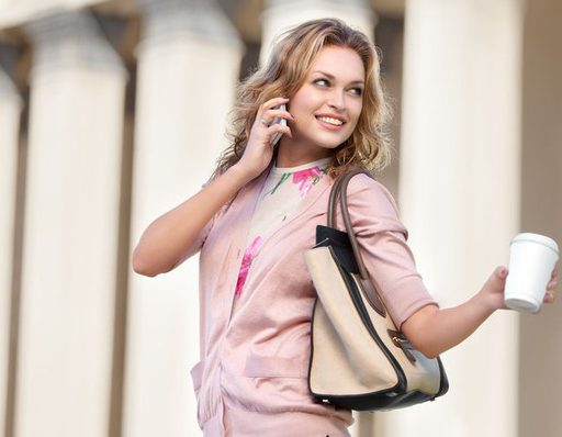 Что расскажет привычка носить сумку?