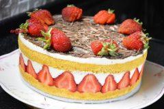 Торт FRAISIER со свежей клубникой