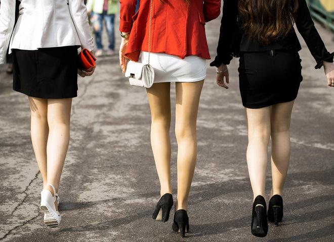 Девушки в юбках: как влияет одежда на жизнь