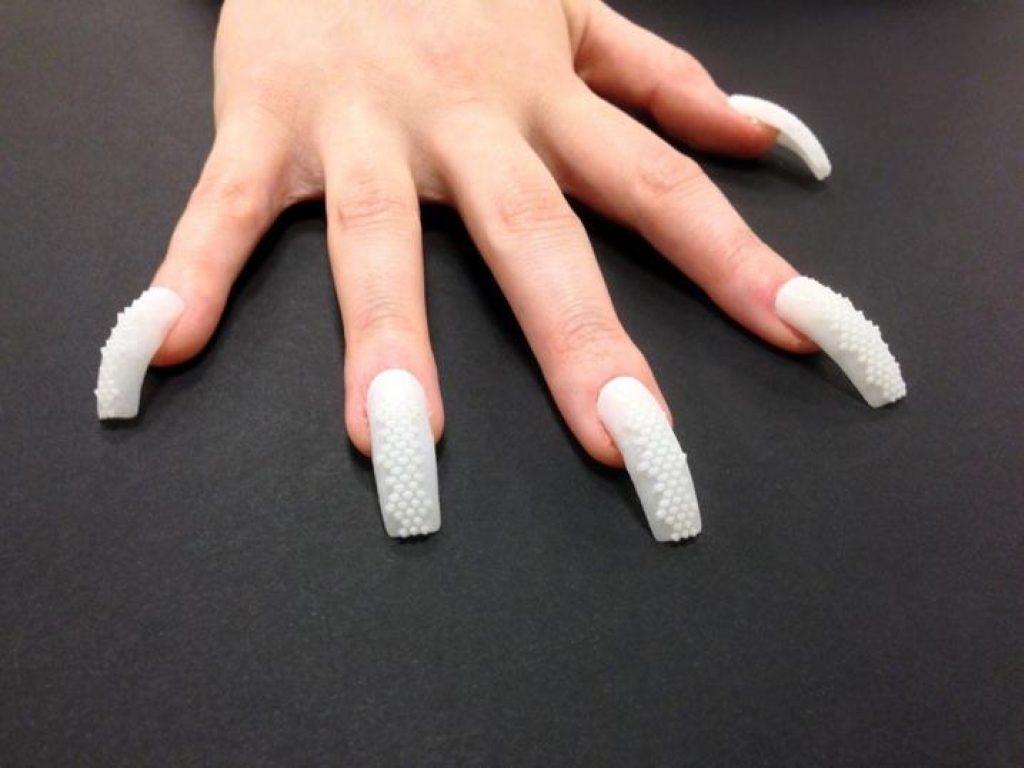 Чем опасны для здоровья искусственные ногти и волосы