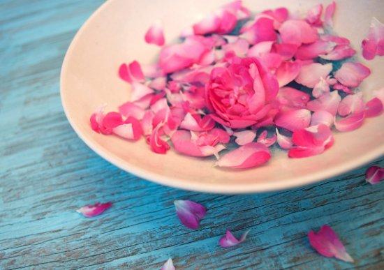Розовая вода — ваш личный косметолог