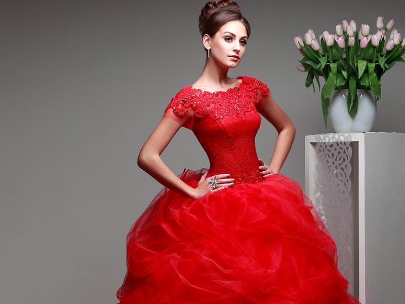 Как не выглядеть вульгарно в красном платье?