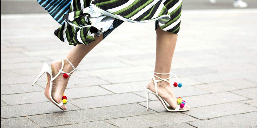 Модный тренд: обувь с меховым помпоном