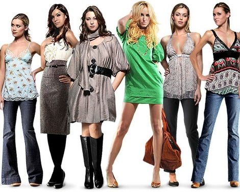 С каким цветом сочетается серый в одежде, к каким цветам он не подходит