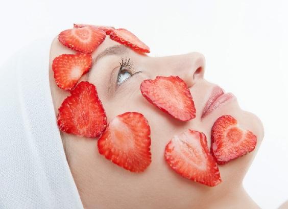Дачная косметика: свежая клубника