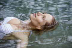 10 приемов, которые научат вас пить больше воды