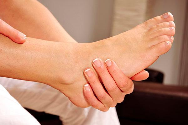 Причины шелушения кожи на стопах и меры предотвращения