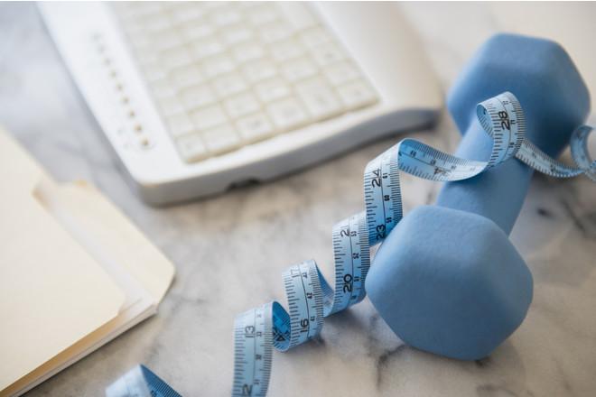 Как поддерживать себя в форме, не выходя из офиса