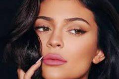 Ариана Гранде готовит запуск косметики Thank U, Next