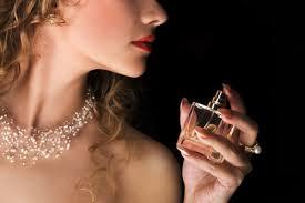 Как нельзя наносить аромат и самый женственный ингредиент: 8 вопросов парфюмерному эксперту