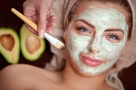 Омолаживающие маски для лица: купить или приготовить в домашних условиях?