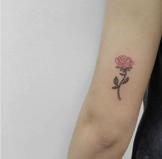 Какие татуировки делают парижанки? Миниатюрные и розовые