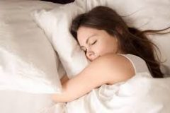 Ромашка, хмель и не только: что поможет заснуть без снотворного