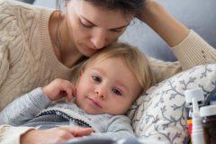 Когда ребенок болеет ОРВИ: гулять или нет?
