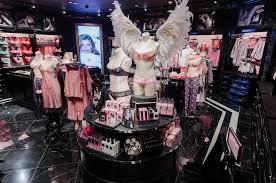 В Санкт-Петербурге открылся первый магазин Victoria's Secret