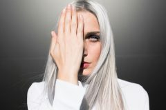 Почему волосы седеют из-за стресса, и как это предотвратить