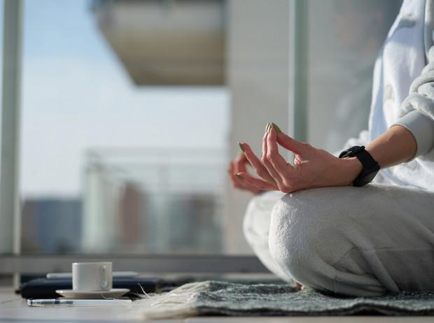 Йога против стресса: 5 асан, которые помогут успокоиться