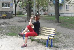Необычные приспособления для фитнеса: уличная скамейка