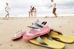 Чем опасны шлепанцы, и какой должна быть летняя обувь