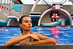 Необычные приспособления для фитнеса: край бассейна