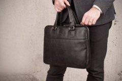 Практичный аксессуар – сумка для мужчин