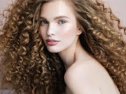5 незаменимых средств для ухода за кудрявыми волосами