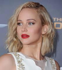 Акцент на губы: вечерний макияж с красной помадой