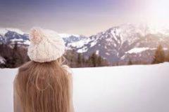 Уход за волосами зимой: советы и косметика
