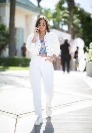 Белые джинсы: с чем носить и как выбрать
