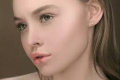 Безупречный nude: 5 правил «макияжа без макияжа» и 25 средств для него