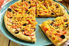 Пицца с крабовыми палочками: 6 простых этапов приготовления
