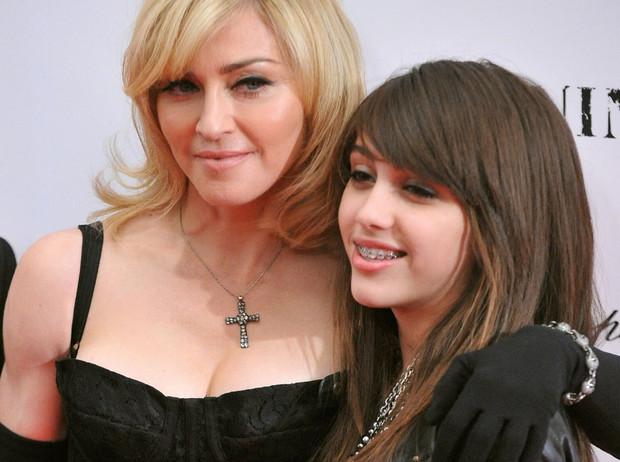 Как две капли: звездные дочки, которые очень похожи на своих мам