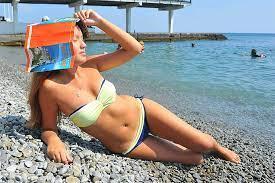 Эксперты рассказали, сколько можно загорать на солнце