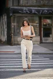 Белые джинсы в этом сезоне