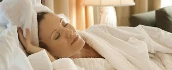 Скрытая угроза: что будет, если лечь спать с мокрой головой